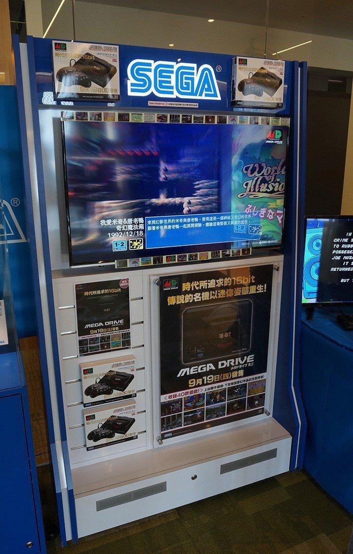 甫一進入空間就看到店頭裝飾用的宣傳看板架,真是期待 Mega Drive Min...