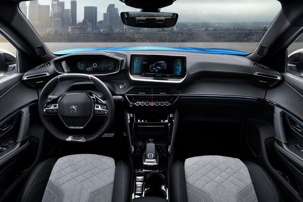 第二代Peugeot 2008內裝科技質感大幅提升。 摘自Peugeot