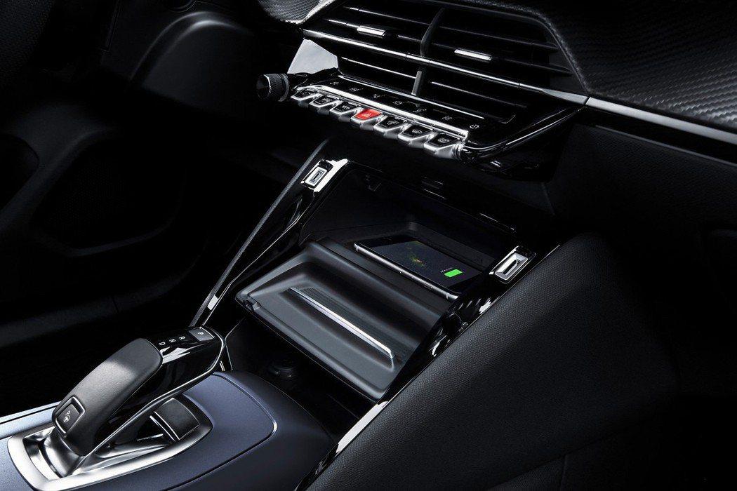 Peugeot新世代車型的內裝都變化得相當有質感,尤其是讓人津津樂道的飛機式撥桿...
