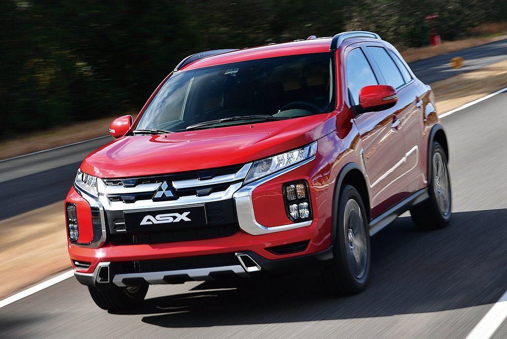 小改款三菱ASX除在安全方面導入新防護系統,包括盲點偵測、後方車流警示及車道變換...