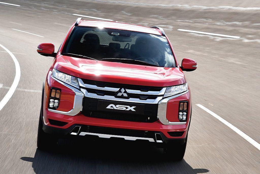 小改款三菱ASX不僅有更大膽「Dynamic Shield」車頭造型設計,前葉子...