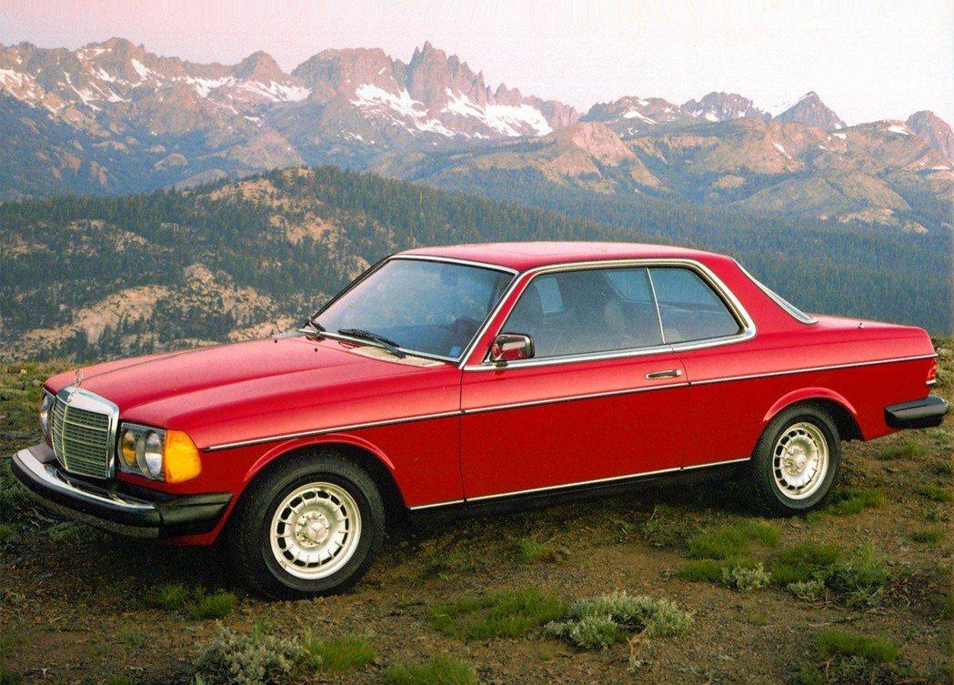 1985的Mercedes-Benz 300保險桿仍然是金屬製。 摘自Merce...