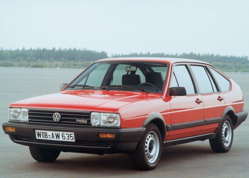 1980年的Volkswagen Passat已經開始採用塑膠包覆的保險桿。 摘...