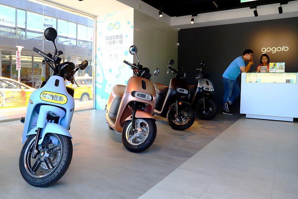 2035年起禁售燃油機車政策雖然暫緩,但現在每個月電動機車銷量依舊以驚人的速度再...