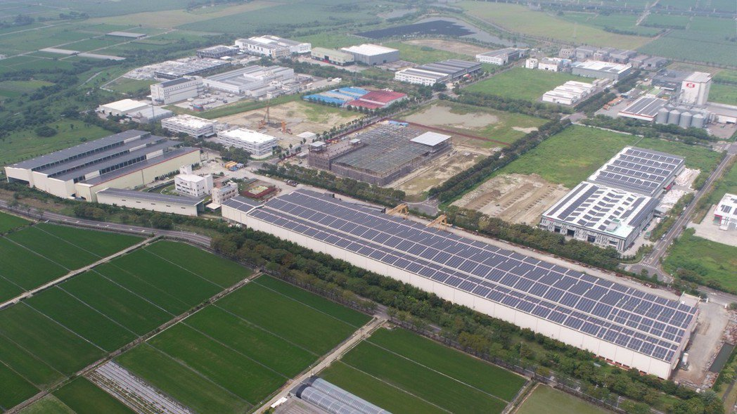 臺南太陽光電總裝置容量超過846百萬瓦,原訂110年達到1GW的目標,可望提前於...