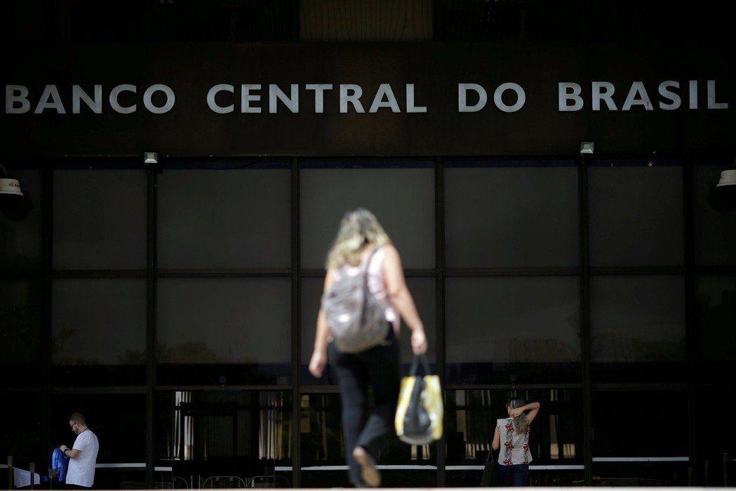 巴西央行維持基準利率在6.5%不變。   (路透)