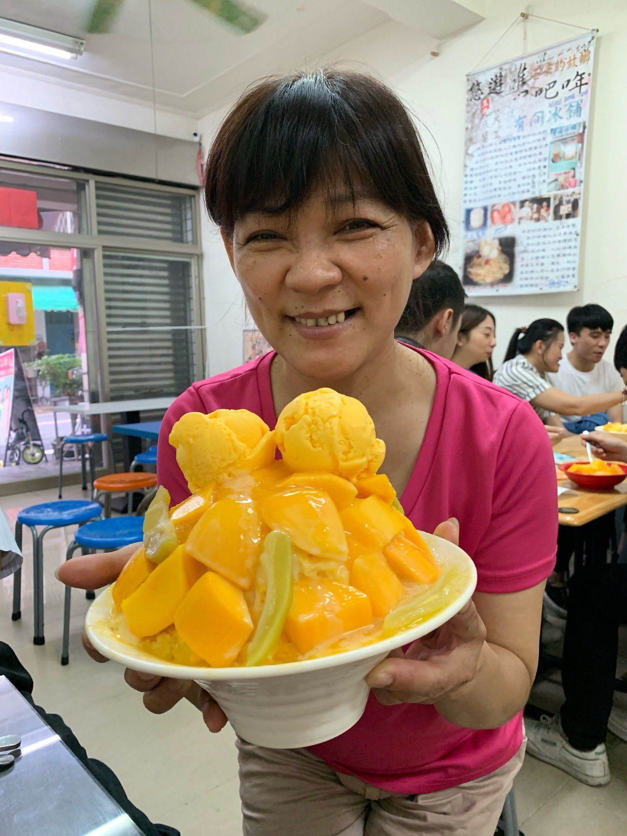 高溫狂飆,台南玉井芒果冰提前熱賣。記者吳淑玲/攝影