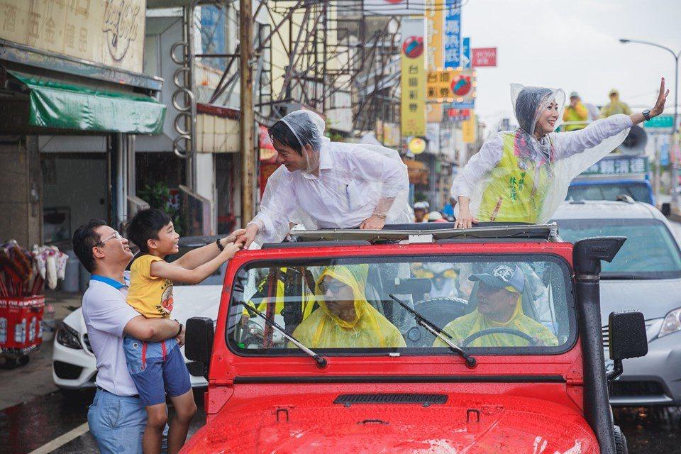 行政院前院長賴清德初選落敗後,要找尋在壯大台灣車隊遊行中與他同行的支持者。圖/取...