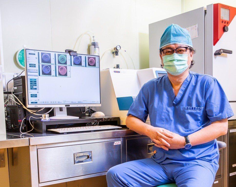 台北中山醫院生殖醫學中心醫師黎惠波表示,胚胎縮時攝影監控培養箱有助臨床挑選優質胚...