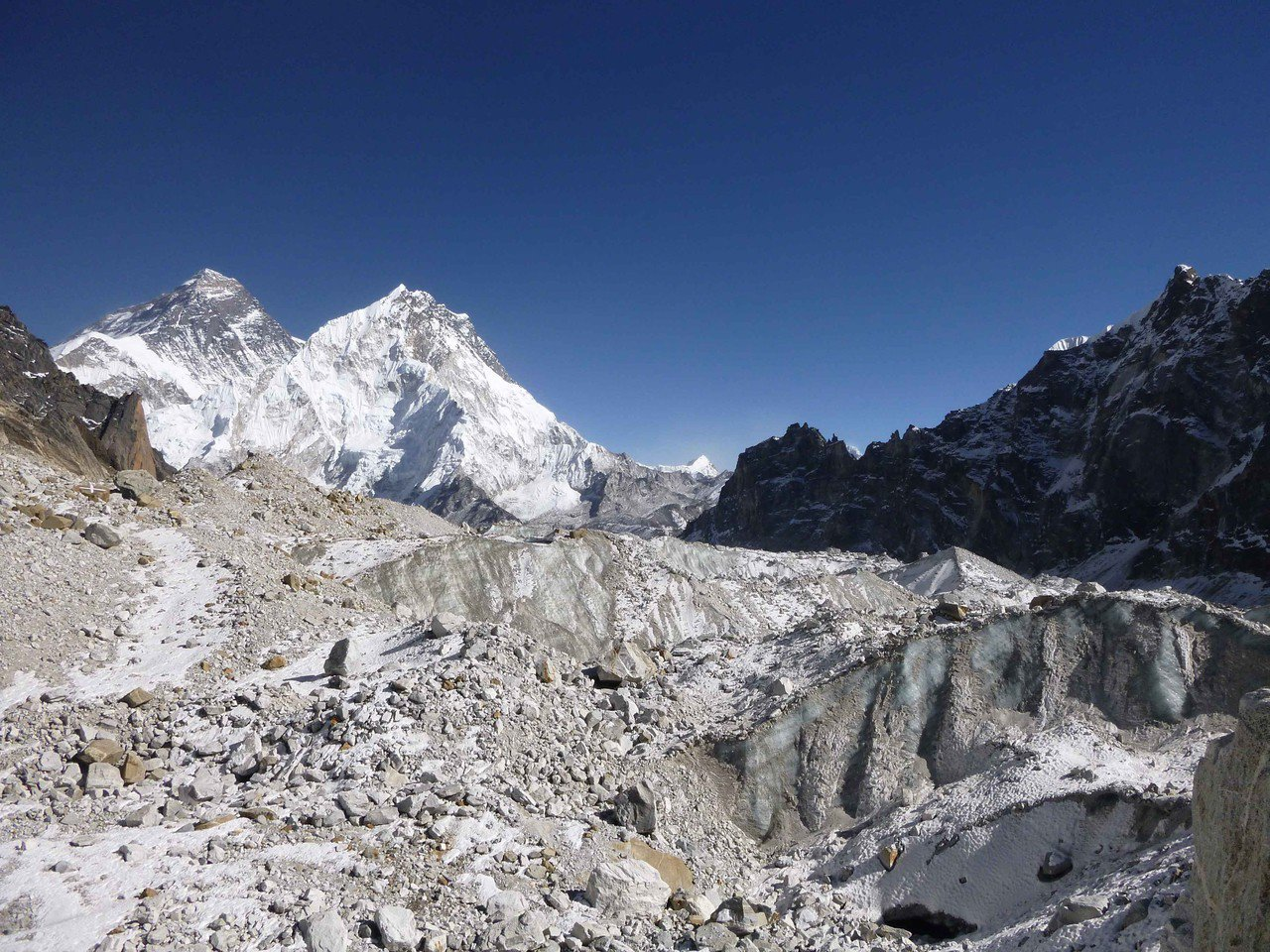 最新研究顯示,喜馬拉雅山脈冰河本世紀的融化速度加快一倍,逾四分之一的冰層在過去4...
