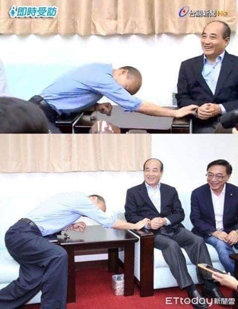 網友截圖指出,這是高雄市長韓國瑜右手拜託的姿勢。圖/取自溫朗東臉書