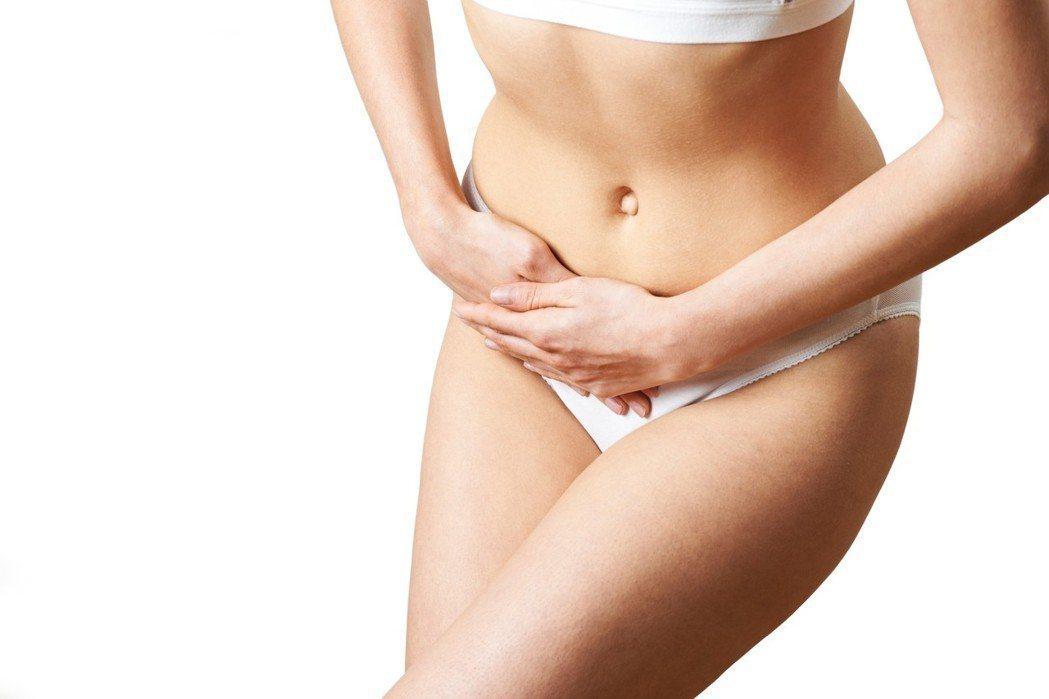 婦女間流傳錯誤迷思,甚至覺得少喝一點水,可減輕尿失禁。專家建議,喝水時應「少量多...