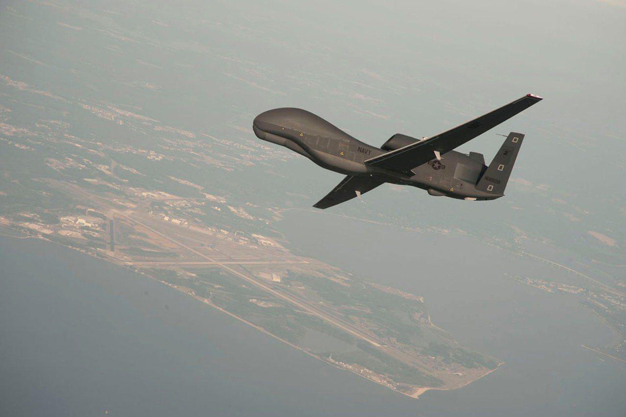 美軍一架無人機「全球鷹」遭伊朗飛彈擊落。(路透)