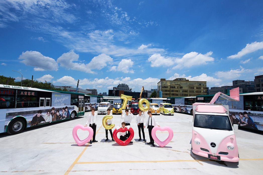 男團「C.T.O」以近百台公車廣告看板替單曲造勢。圖/環球提供