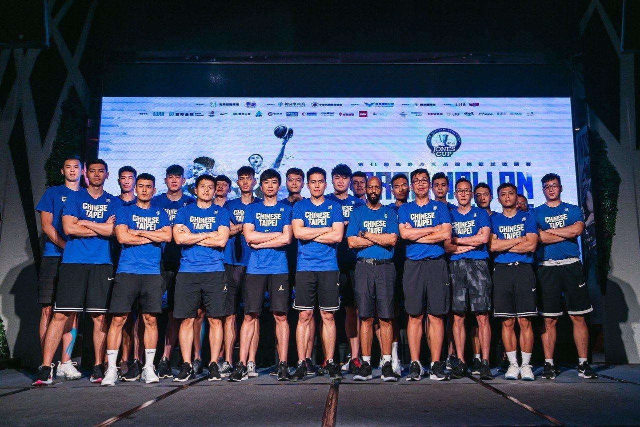 今年瓊斯盃中華藍隊由帕克執掌兵符、陳盈駿擔任隊長。 圖/展逸國際行銷提供