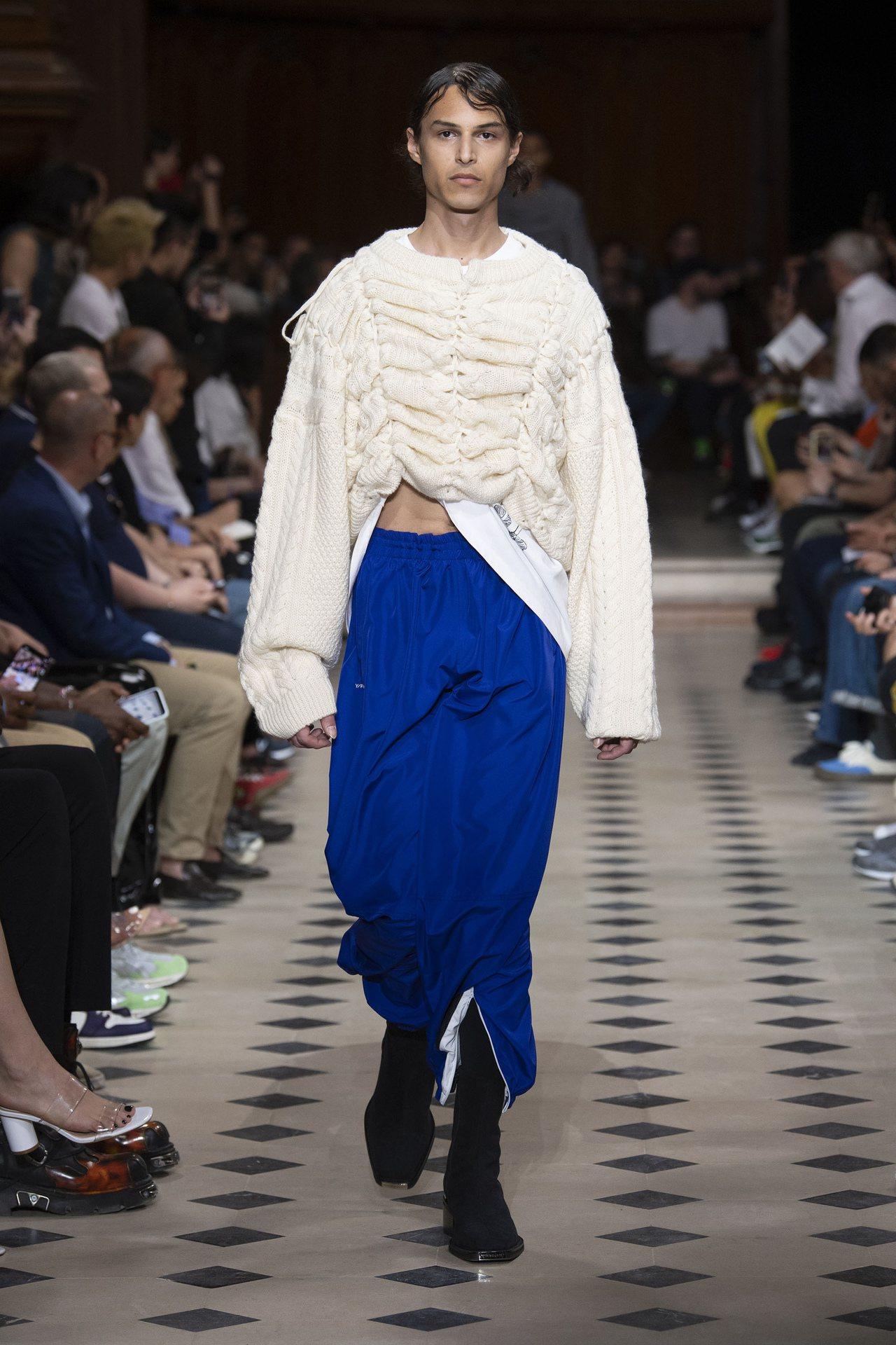 高腰縐褶褲是Y/PROJECT的2020春夏辨識剪裁。圖/Y/PROJECT提供