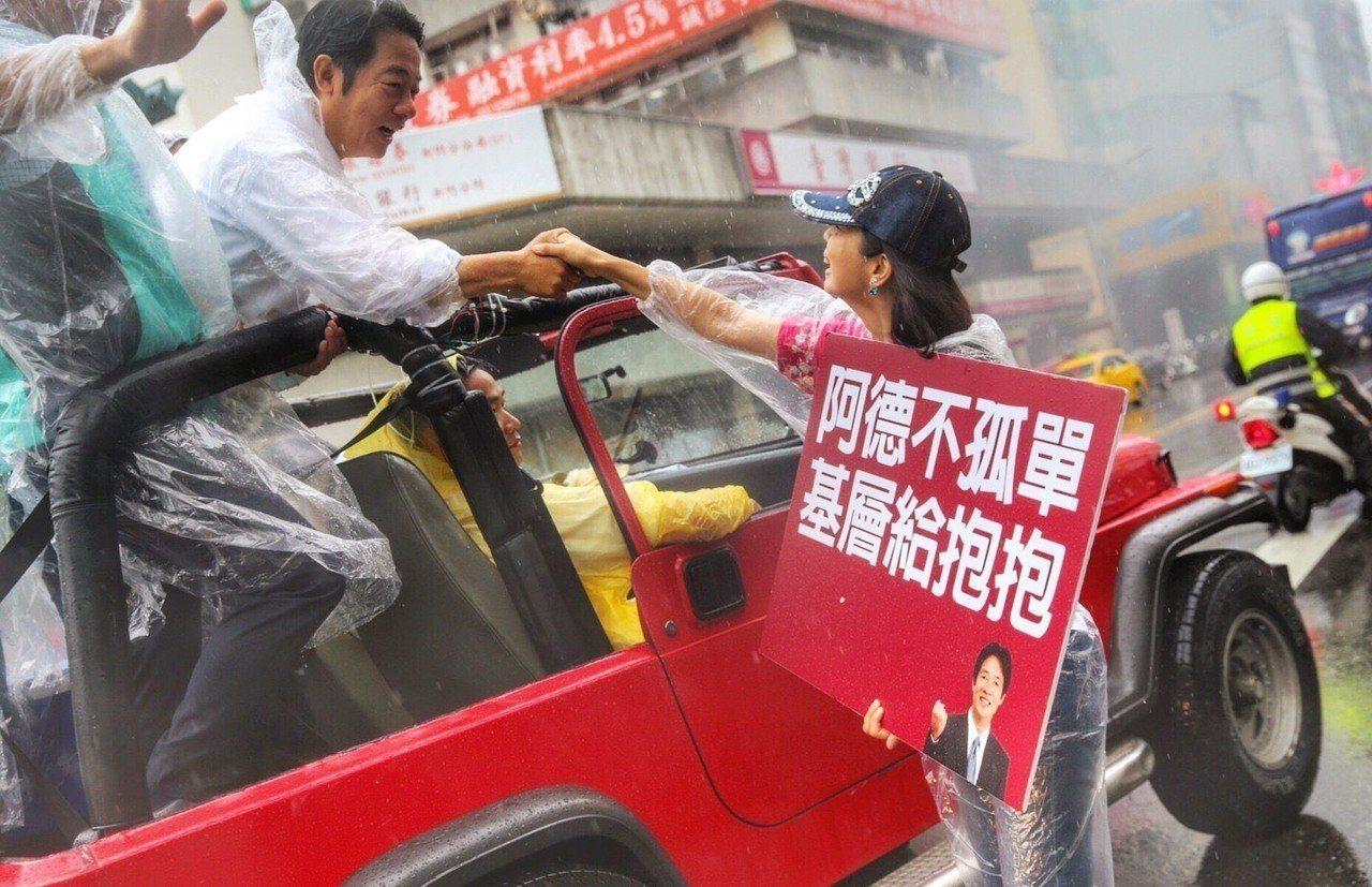 行政院前院長賴清德感謝初選時期為他加油打氣的支持者,希望藉由照片尋人。圖/取自賴...