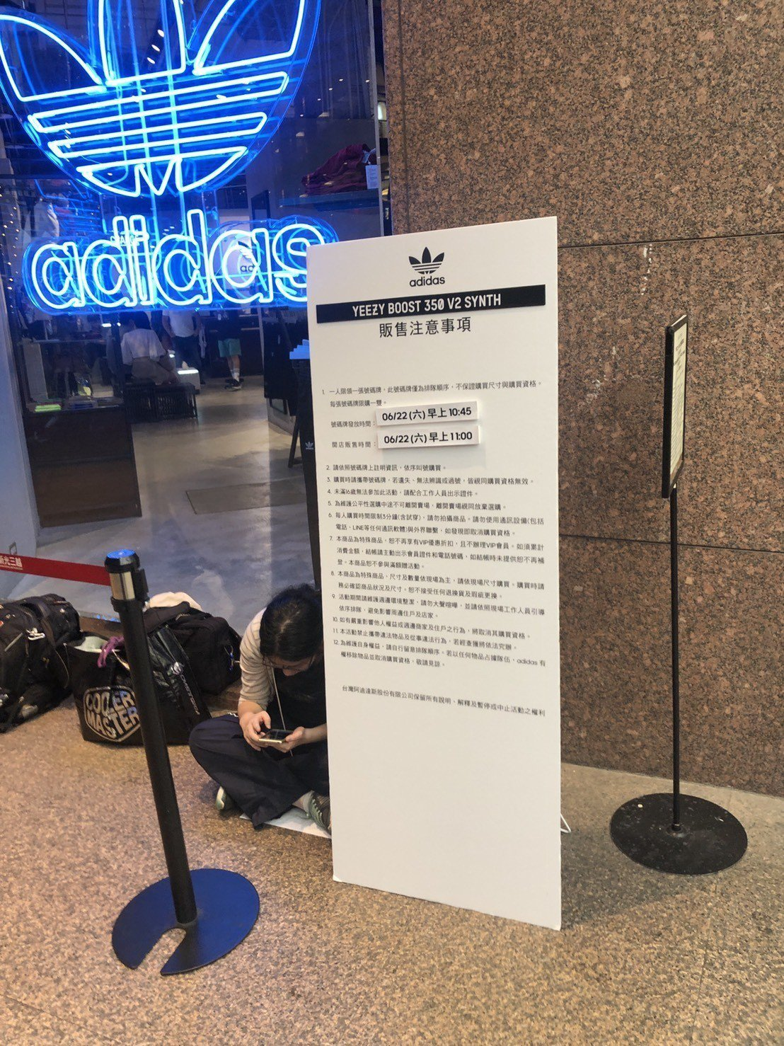 adidas originals周六開賣「YEEZY BOOST 350 V2 ...