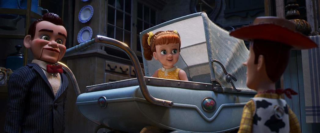 看似可愛的女娃娃對胡迪意圖不軌。圖/摘自imdb