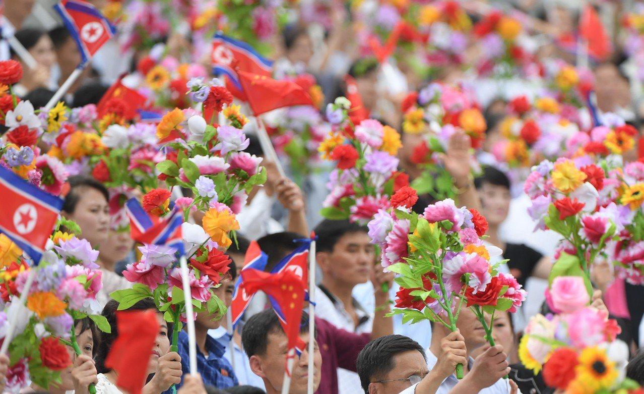 6月20日,中共中央總書記、國家主席習近平乘專機抵達平壤,開始對朝鮮民主主義人民...