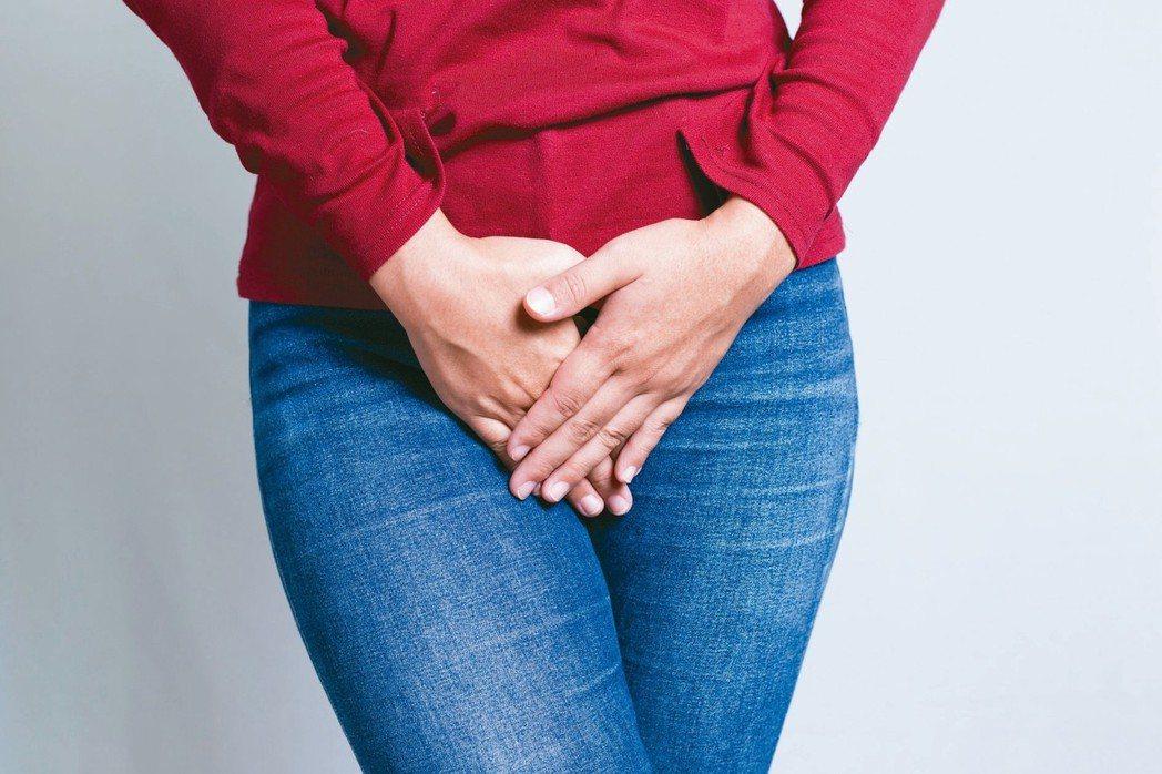 據統計,國內每2名45歲以上婦女就有1人有過尿失禁症狀。 圖/123RF
