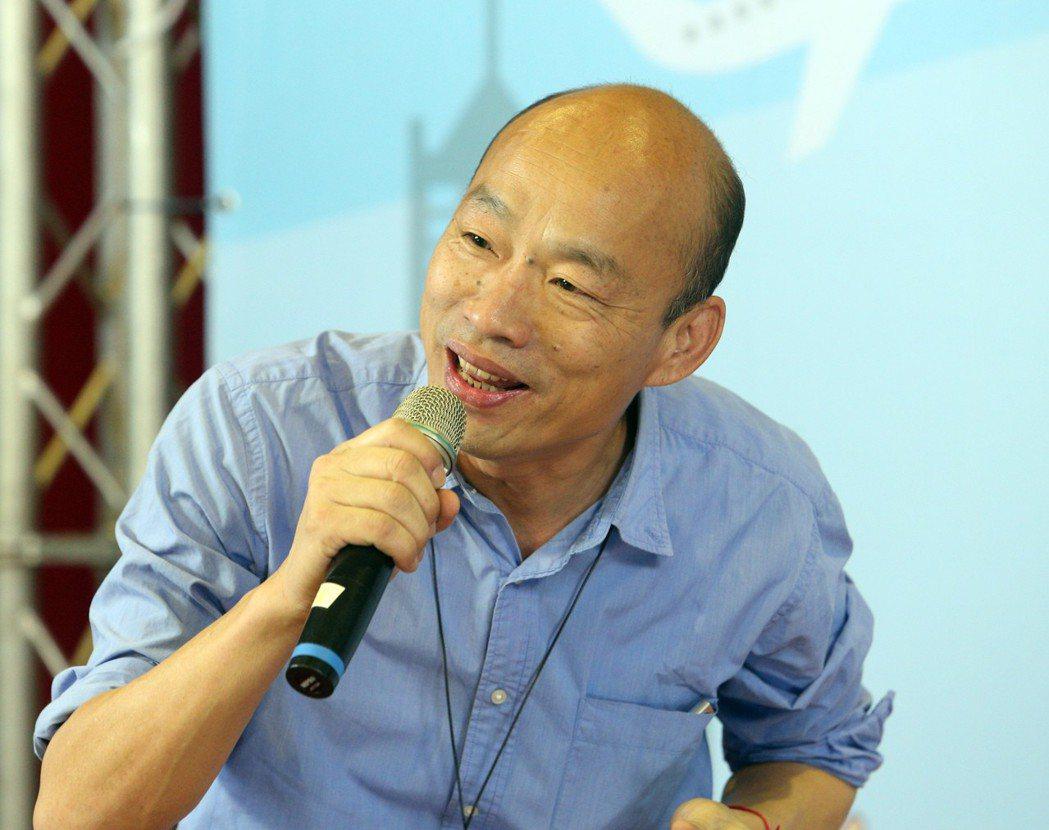 高雄市長韓國瑜20日坐騎車巡視路平及警方路檢。圖/聯合報系資料照片