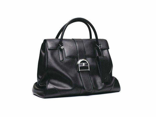 經典奢華:包袋本身以柔軟如羔羊皮的Dream牛皮製成。DELVAUX Brill...