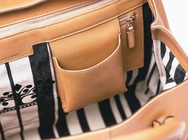 實用夾層:包袋側邊設計夾層、插袋,可歸類使用頻繁的手機或卡夾。 圖/各業者提供