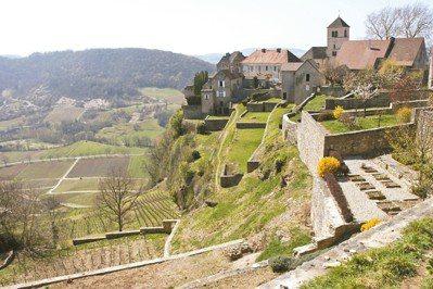 夏隆堡是黃葡萄酒的原產故鄉,已是最偉大的產地。 圖/林裕森
