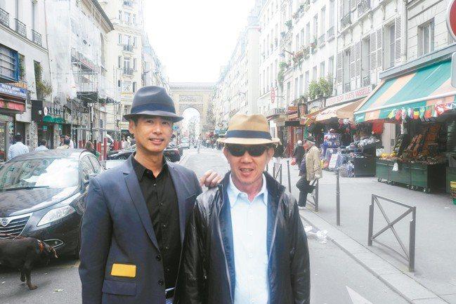 曾文泉(右)與藝術家李明維在巴黎街頭。 攝影/陳立凱