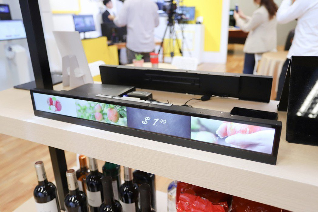 D230為全球首款整合型數位看板的多媒體播放器。 彭子豪/攝影