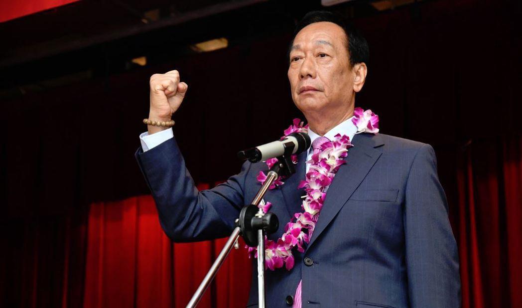 鴻海董事長郭台銘上午出席鴻海股東會,現場響起「總統好」的呼喊聲。 圖/鴻海提供