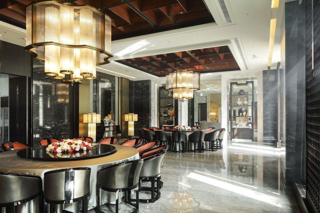 想要在住家公設就有圓桌宴會廳,在香港的建案中是奢望。