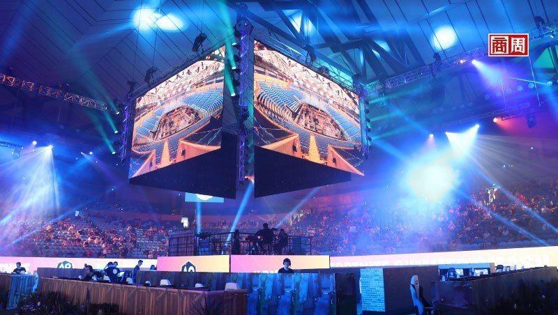 《要塞英雄》不只在現實生活中舉辦玩家聚會,遊戲裡也能辦虛擬聚會、音 樂會,創造了新形態社交方式。圖為它今年1月在澳洲舉辦的實體活動。(來源.Dreamstime)