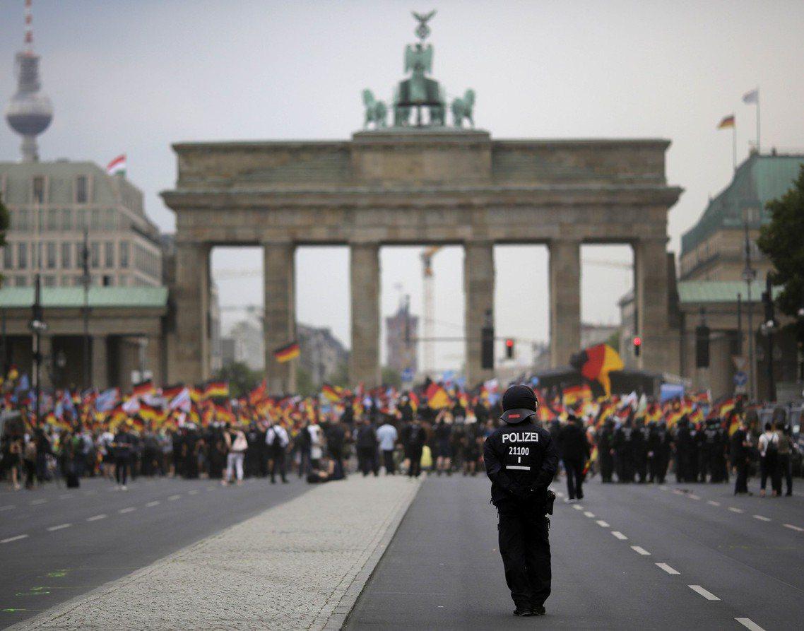 呂貝克之死,讓德國近年延燒已久的極右派恐怖暴力問題,再次浮上檯面。根據德國官方情...