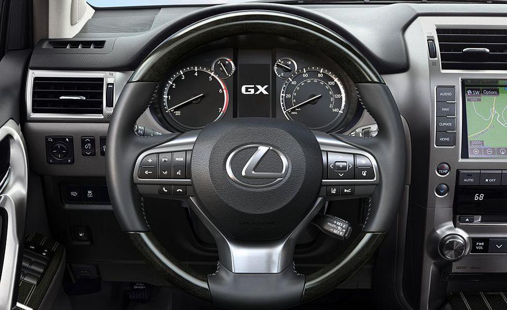 Lexus GX可依據車主需求改選木質飾板、皮質邊飾或加熱方向盤可用。 圖/Le...