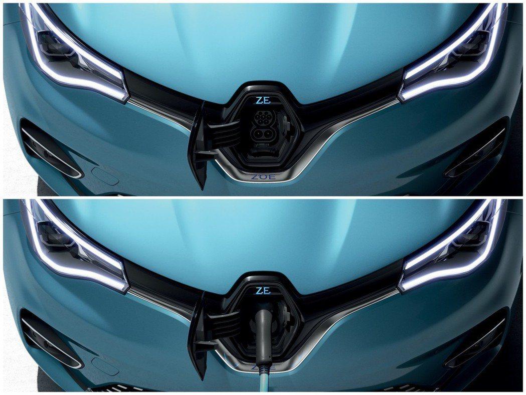 新世代Renault Zoe充電孔位於車頭中央的廠徽裡。 摘自Renault