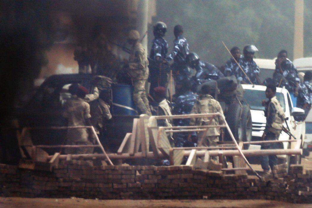 蘇丹63大屠殺,負責執行清場的部隊,是惡名昭彰的「快速支援部隊」(RSF)。 圖...