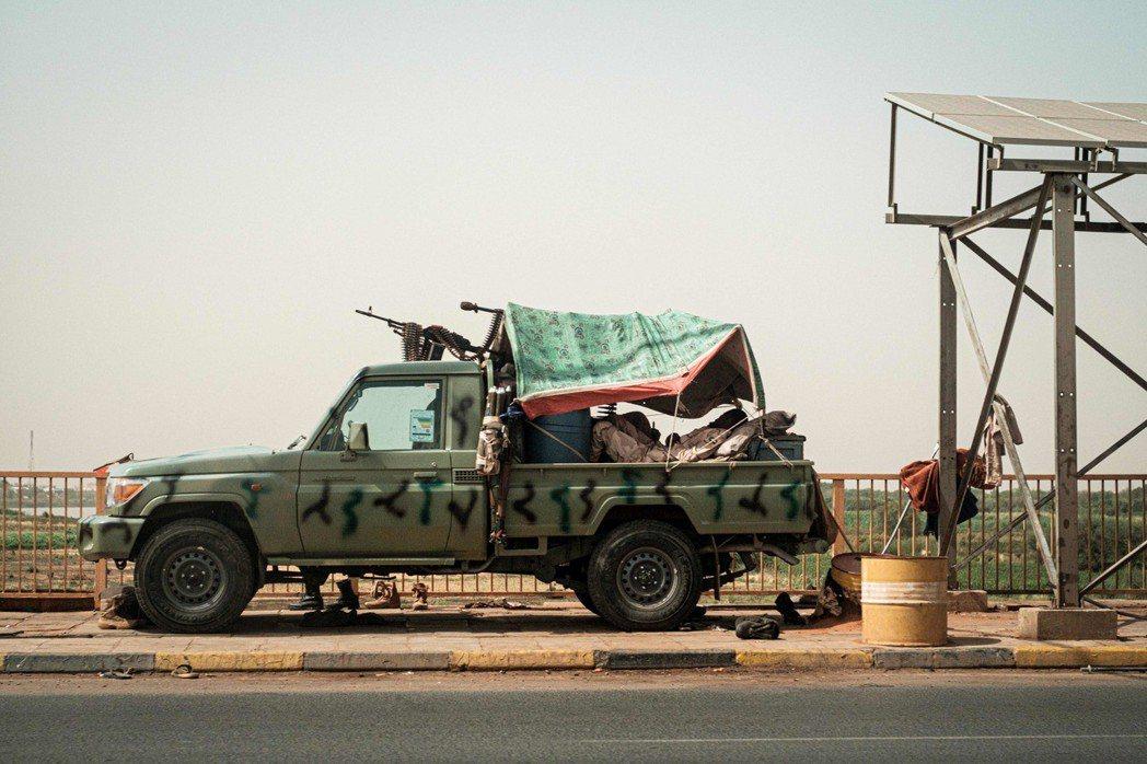 「喀土木廣場大屠殺」完全壓制了蘇丹的民主運動嗎?並沒有。蘇丹軍方的內鬥,以及外國...