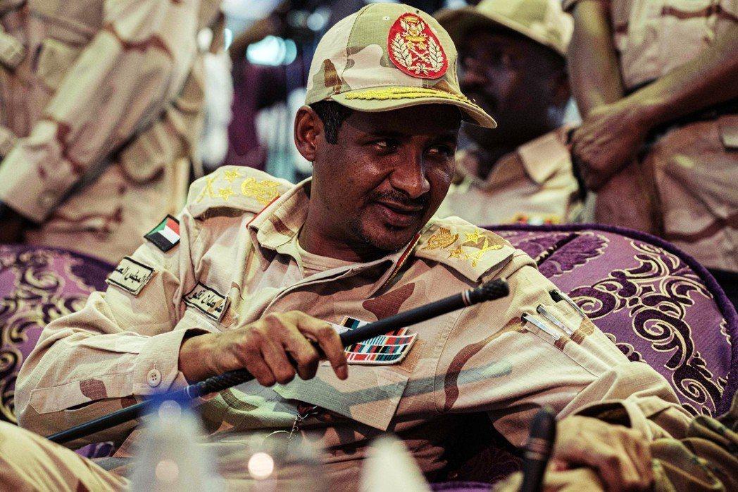 現年45歲的達加洛中將,綽號「黑梅提」(Hemeti)。RSF的前身,正是黑梅提...