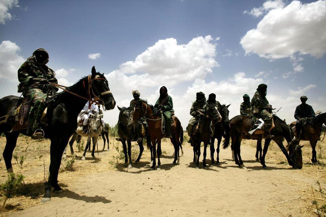 被外界稱呼為「Janjaweed」阿拉伯牧民武裝,因殘酷的屠村與滅絕手段而遭到國...