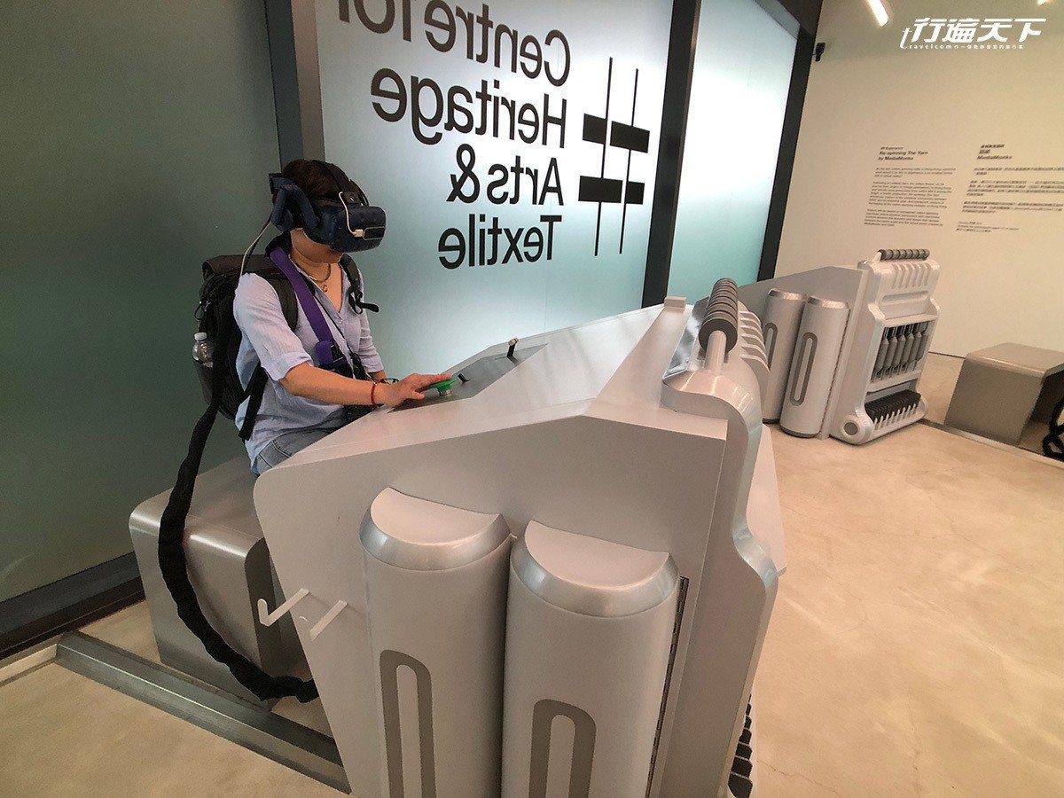戴上VR眼鏡,彷彿穿越時空回到過去。