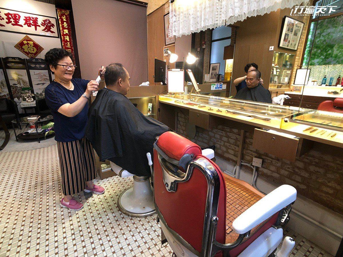 乘載舊時香港理髮風格的「愛群理髮」,也展現了不同的時代故事。