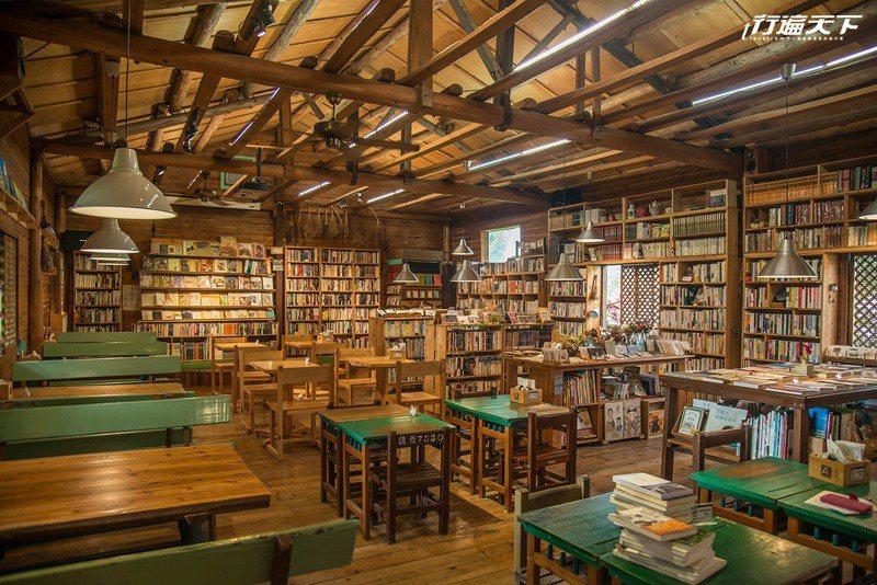 在充滿生活感的風格書店閱讀、休憩、聊天,感覺身心都被療癒了。
