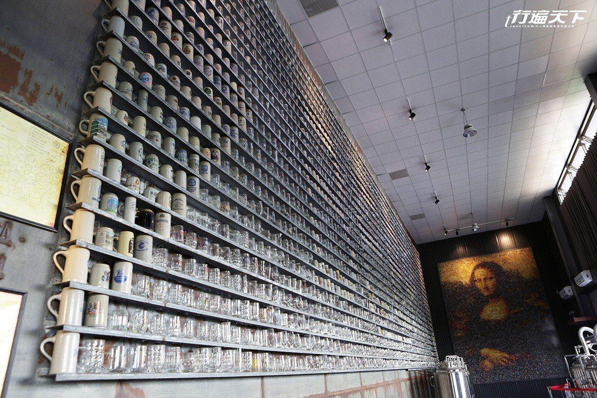 牆上3000個啤酒杯是老闆從世界各地蒐集而來。 ※ 提醒您:禁止酒駕 飲酒過量...