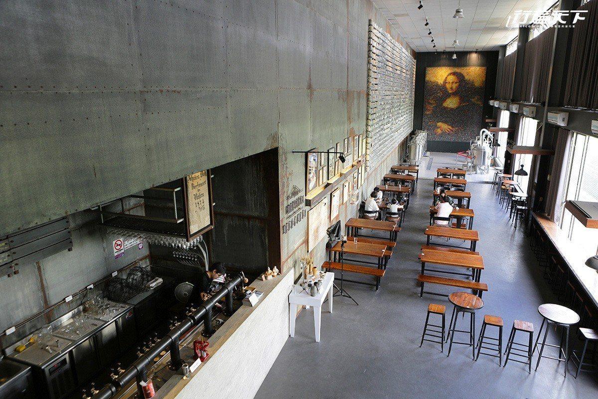 恆春3000啤酒博物館裝潢佈置頗具工業風。 ※ 提醒您:禁止酒駕 飲酒過量有礙...