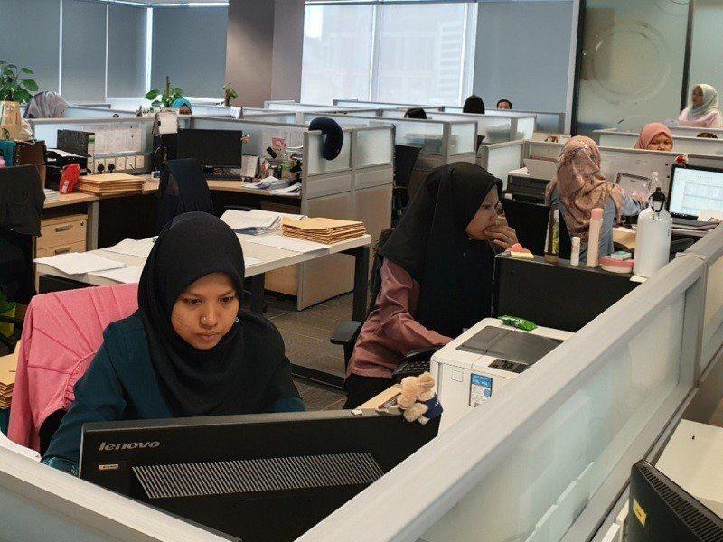 中租控股涉外人員經常需使用英語溝通。圖為其馬來西亞子公司。(照片提供/中租控股)