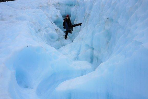 乘直升機展開「冰河探險」每天移動40公分的福克斯冰河