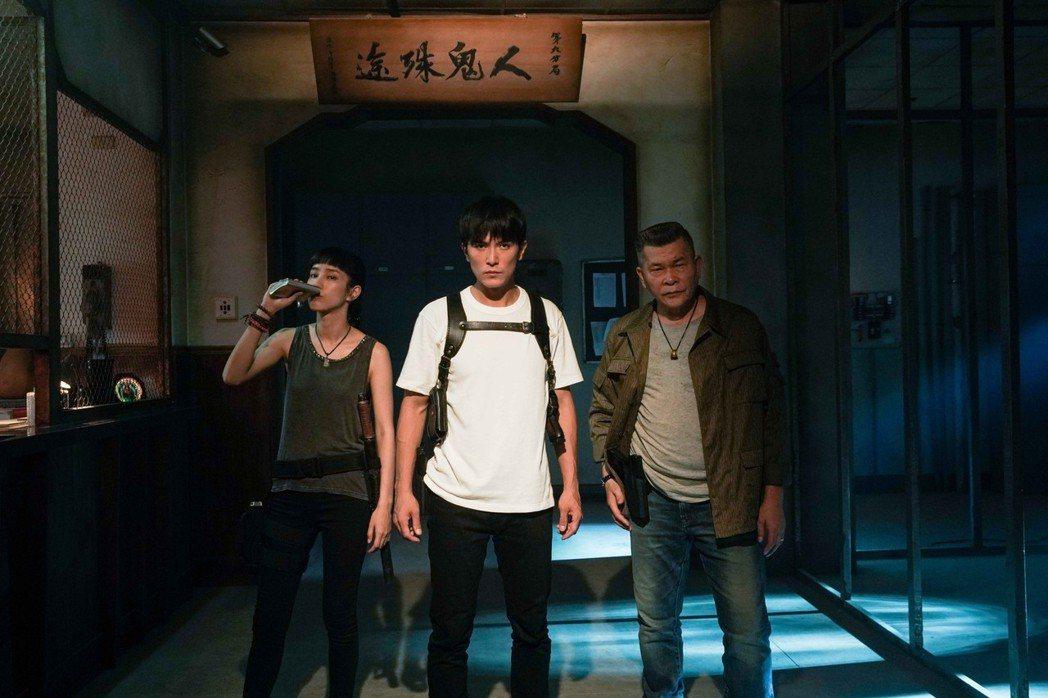 溫貞菱(左起)、邱澤、澎恰恰是很具新鮮感的組合。圖/甲上提供