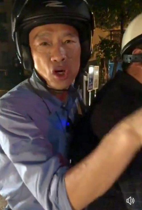 高雄市長韓國瑜昨晚坐騎車巡視路平及警方路檢。圖/翻攝韓國瑜臉書